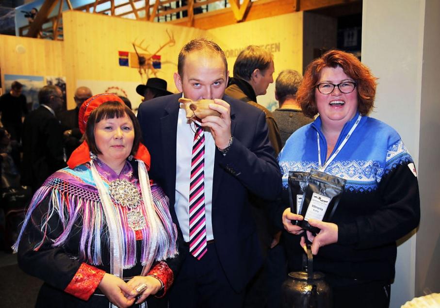 Ellinor G. Utsi - Davvi Siida med Landbruks- og Matminister Jon Georg Dale og Hanne Birgitte Arntzen fra Handelsstedet Forvik, Grüne Woche 2016